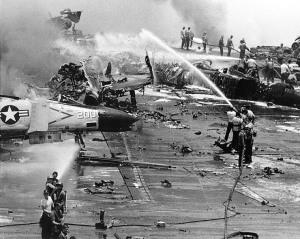 USS_Forrestal_explosion_29_July_1967